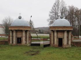 Ворота перед церковью Екатерины