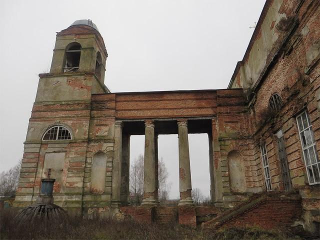 Церковь святой Екатерины. Левое крыло. Внизу видны остатки снятого купола.
