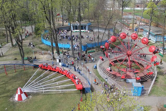 Современный вид на парк с колеса обозрения. Фото: К.Карпов