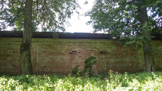 Каменная стена усадьбы