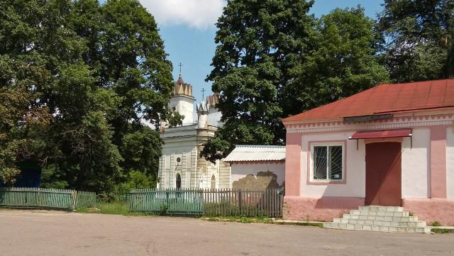 Вид на Преображенскую церковь с площади