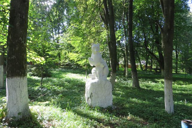 Скульптура в городском парке