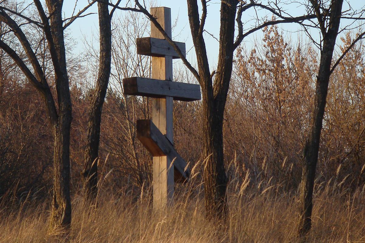 Поклонный крест на месте одного их храмов Малиноостровского монастыря