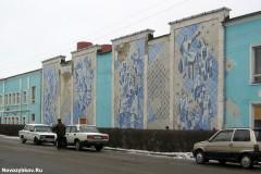 Мозаичное панно на здании ДК швейной фабрики в Новозыбкове. Фото: А. Карпов