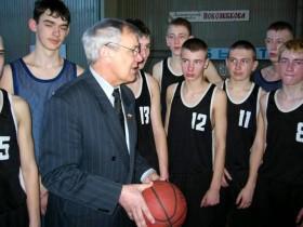 В.И.Александров со своими воспитанниками, 2004 год