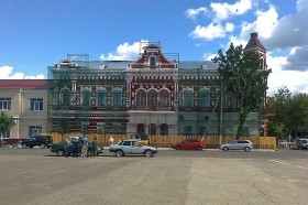 Вновь окрашенный фасад. Фото: А.Дмитроченко