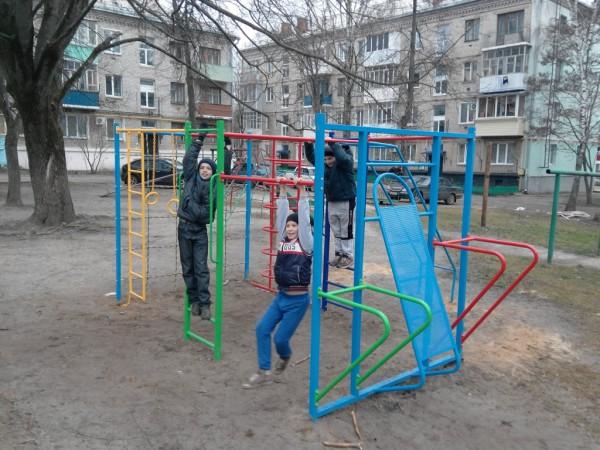Дворовая спортивная площадка в центре Новозыбкова. Декабрь 2015 г. Фото: Д.Шевцов
