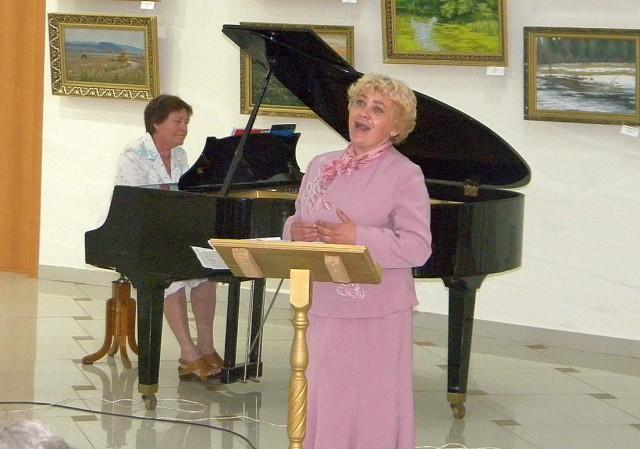Поёт В.Налоева