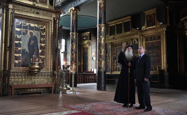 Президент В.Путин и Митрополит Корнилий в духовном центре РПСЦ в Рогожской слободе. Фото: kremlin.ru