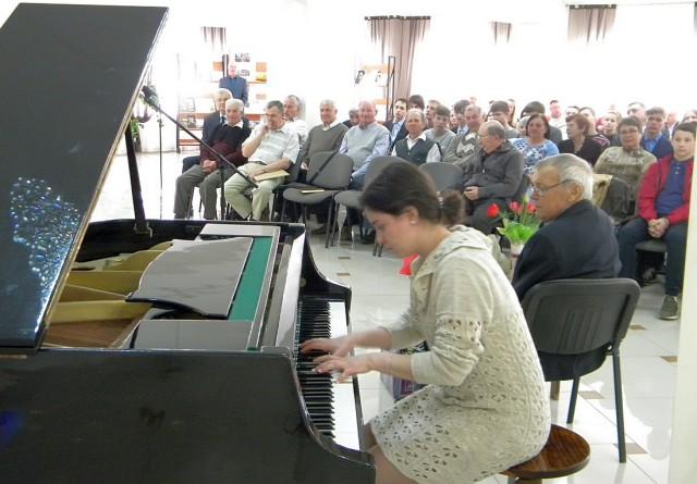 Музыка в зале