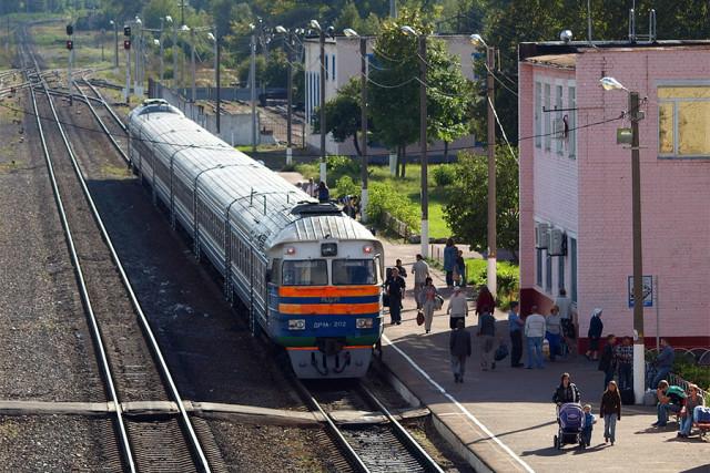 Поезд Новозыбков - Гомель на станции Новозыбков (движение по этому маршруту закрыто с 2014 года)
