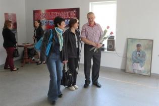 М.Нехайчик с гостями выставки