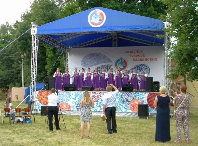 Выступление самодеятельных хоров