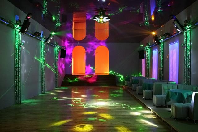 Зал для дискотек в фойе кинотеатра «Октябрь»