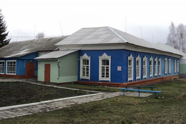 Здание, в котором размещалась Школа им. Петра I. Фото: А.Дмитроченко, ~2010 г.