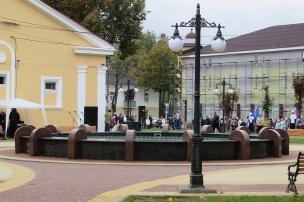 Чаша фонтана за час до торжественного открытия. Фото: А.Дмитроченко