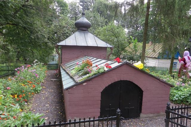 Склеп, где захоронен А.К.Толстой и его супруга