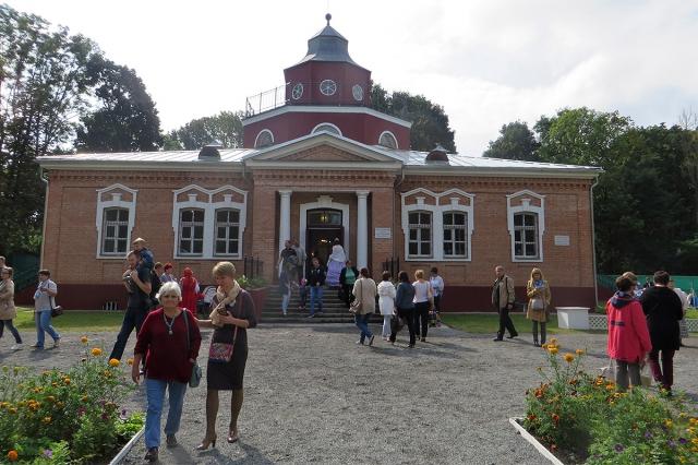 Восстановленный Охотничий замок, в котором расположен музей А.К.Толстого