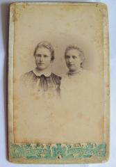 Сестры Зенченко - Анастасия (слева) и Анна Михайловны в гимназические годы