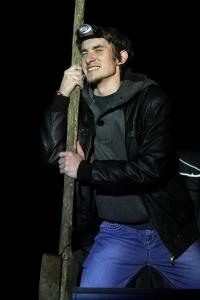 Михаил Доронцов в спектакле «До самого неба». Фото: Кирилл Карпов