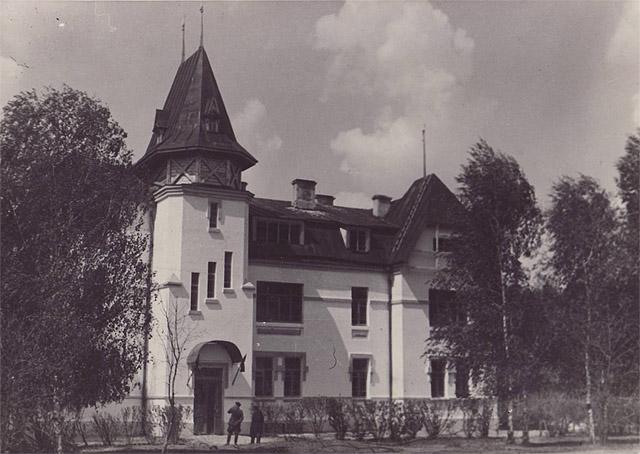 Главный (позже - лабораторный) корпус Новозыбковской сельскохозяйственной опытной станции, построенный в 1930 году, фото из ЖЖ korsavva