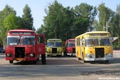 Автобусы марки ЛиАЗ-677 на конечной остановке Вокзал