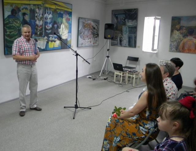 Выступает М.Нехайчик
