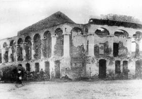 Остатки торговых рядов в 1945 году. Фото из архива краеведческого музея