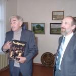 А.Анищенко (доцент БГУ) дарит книгу на 5-летие
