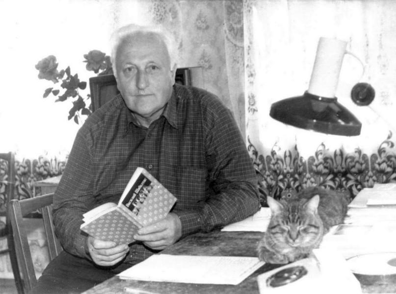 В.К.Шабалтас в рабочем кабинете. 1994 г.