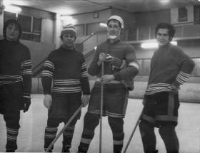 Группа игроков. Второй справа - К.Попов. Невинномыск, 1977 г.