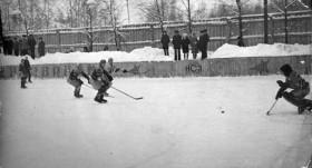 Матч Новозыбков-Клинцы, 1976 г. Справа налево:  А.Сальников, Ю.Угринович, К.Попов, Н.Комаров