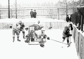 Матч Труд-Текстильщик, 1976 г.  С шайбой - Н.Гончаров