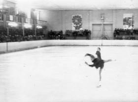 Выступление фигуристки, каток НХТ, Невинномыск, 1977 г.