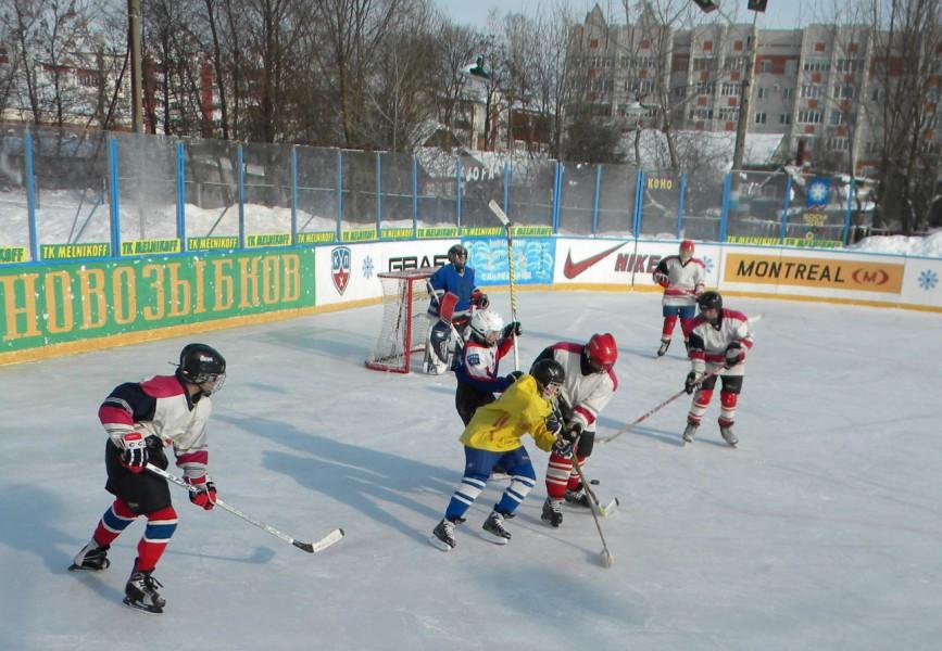 Корт средней школы №9 - главная на сегодняшний день ледовая площадка Новозыбкова
