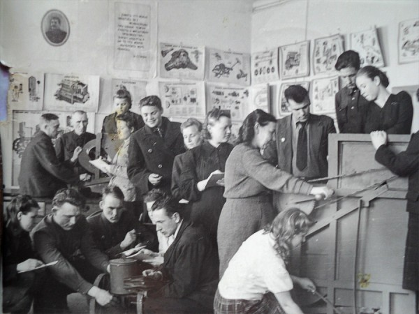 В учебной аудитории НСХТ. 1940-е годы