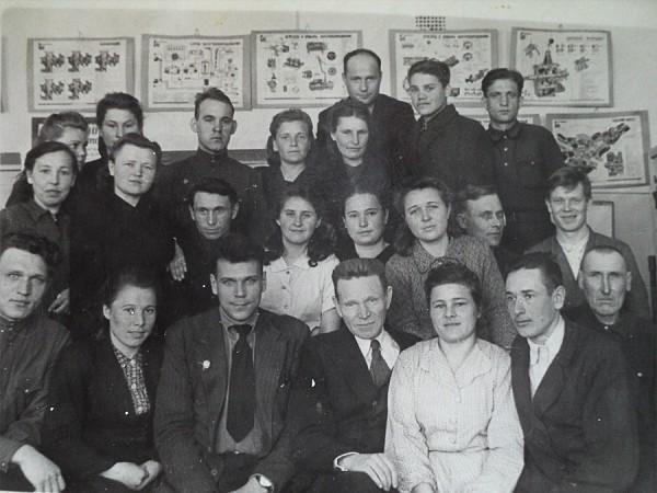 Студенты и преподаватели НСХТ во время сессии 1946-47 учебного года