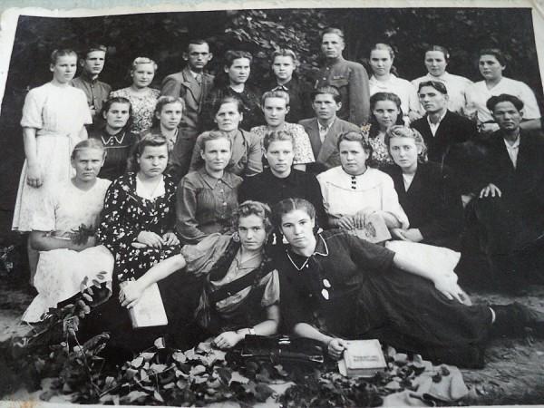 Выпускники 1948 года с преподавателями и сотрудниками НСХТ