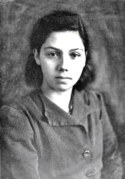 Даня Львовна Карасик. Фото 1942 года