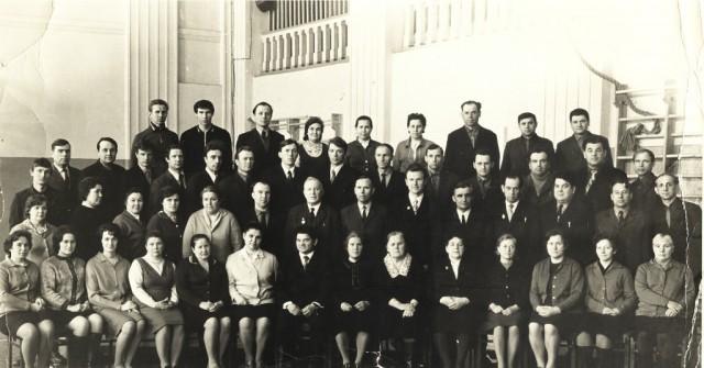 Коллектив преподавателей и сотруджников НСХТ. 70-ые годы