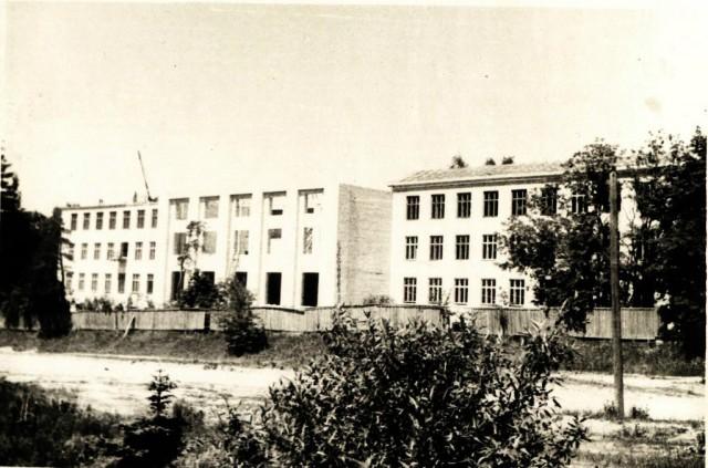 Строится новое здание НСХТ. Начало 60-х годов