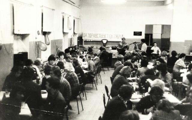 Студентческий Огонек с старой столовой НСХТ