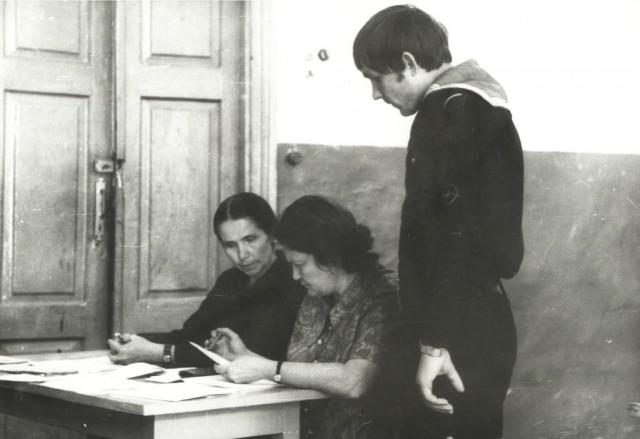 Вступительные экзамены по математике. Преподаватели Александрова В. и Петушкова А.