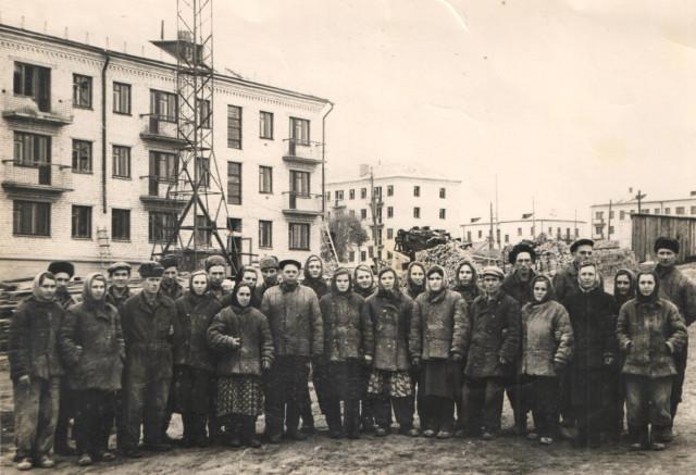 1950-е - начало 60-х. Бригада Юнга А.Ф. Заводской  квартал  в центре города