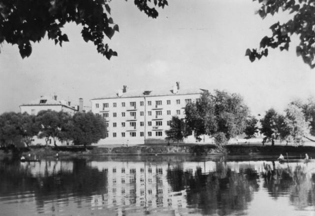 Только что построенный дом на Набережной, 21 (начало 60-х)