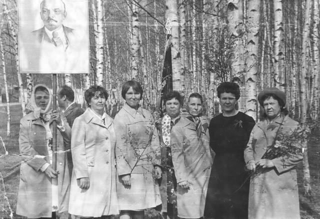 Женщины СМУ на маевке (70-е годы).