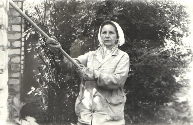 Голыго Анна Ивановна - бригадир. Ее руки  трудились над многими объектами,начиная от заводского квартала в центре до  здания сбербанка (фото 80-х годов)
