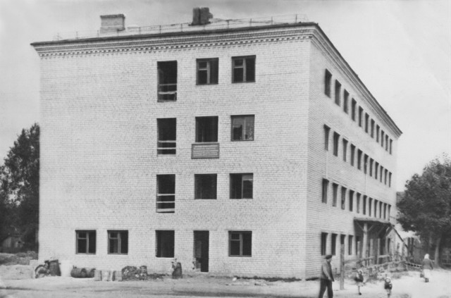 Середина 60-х. Строительство общежития  пединститута,  ул. Ленина, 16. Прораб - Пашков С.И.