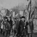 Слева-Краснов М.Ф., со знаменем-Беспалов И.О, за ним-Симисильный В.Е.