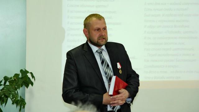 В. В. Виноградский читает стихи В. Туркина, посвященные В. Зеболову